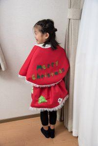 高松英会話ケビンズイングリッシュハウスでクリスマスの衣装を着てレッスンに参加した可愛い女の子